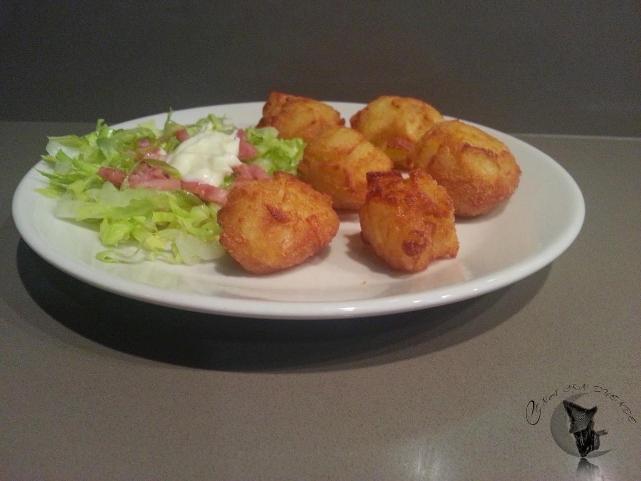 bolitas de patatas fritas con cebolla