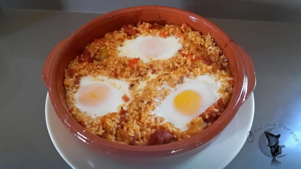 Huevos con arroz y chorizo, al horno.