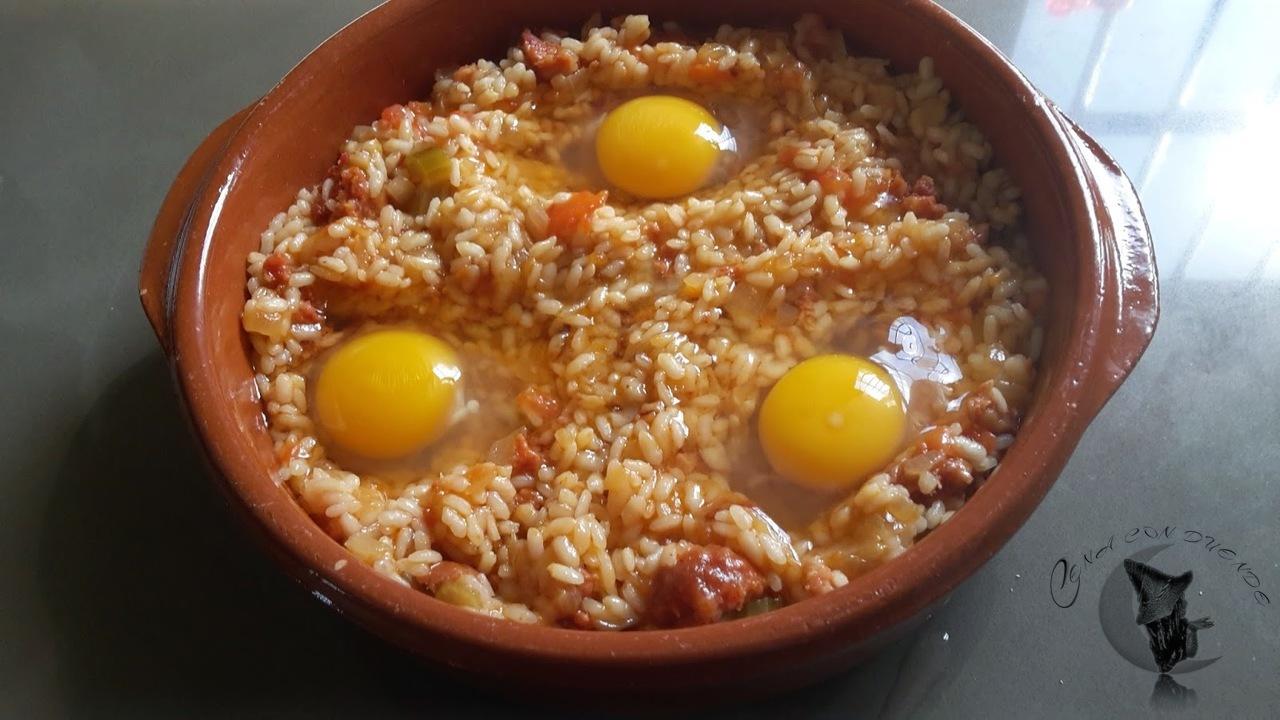 Huevos con arroz y chorizo