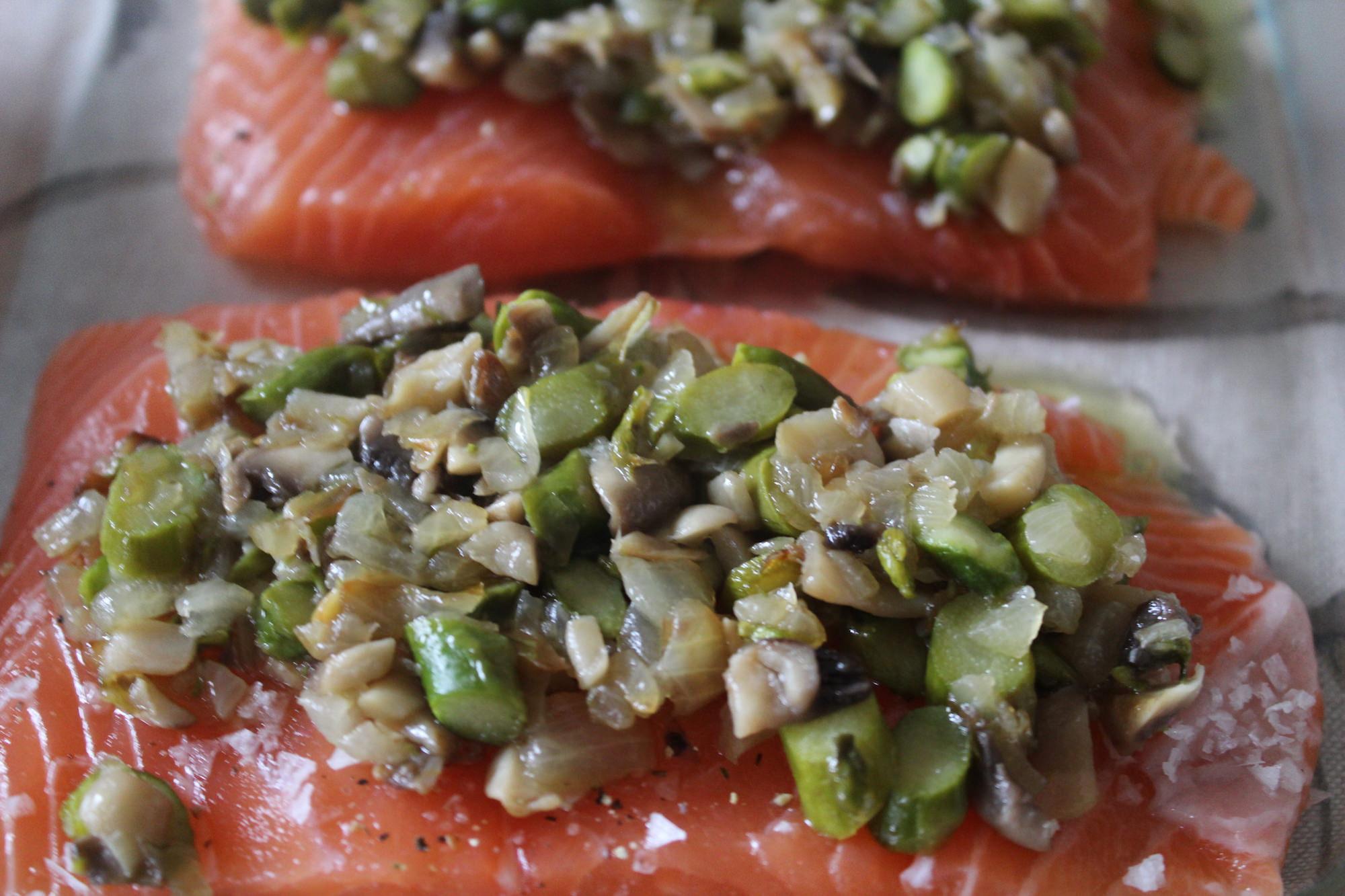 Salm n con champi ones y esparragos trigueros cena con - Salmon con champinones ...
