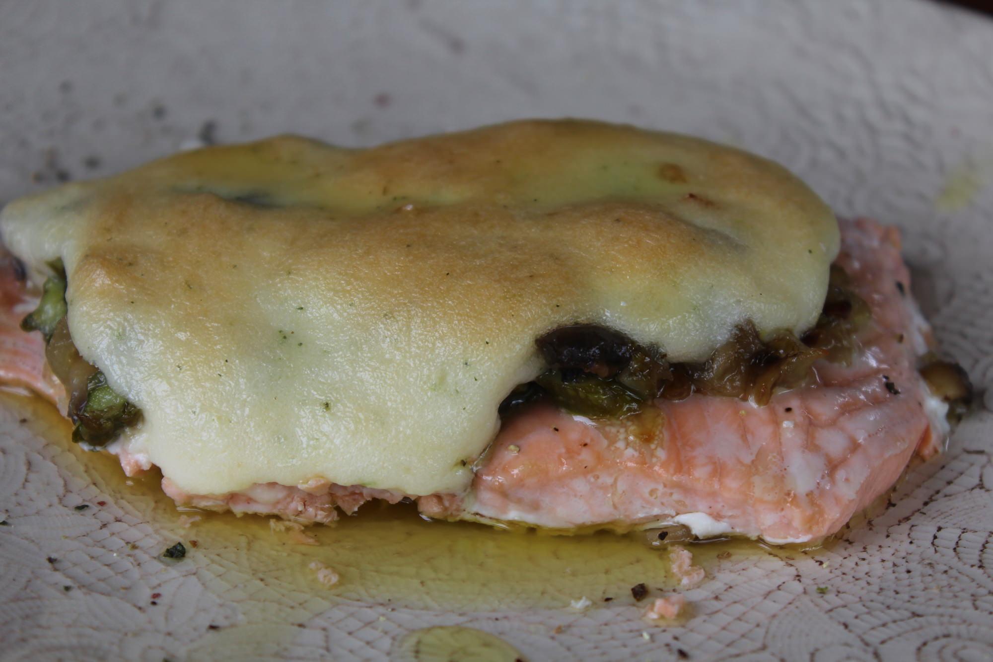 Salmón con champiñones y esparragos trigueros