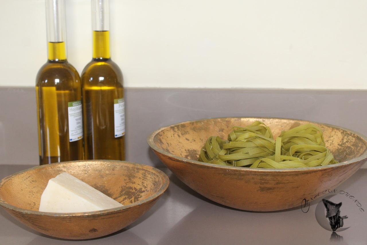 Nidos de espinacas con queso y aceite