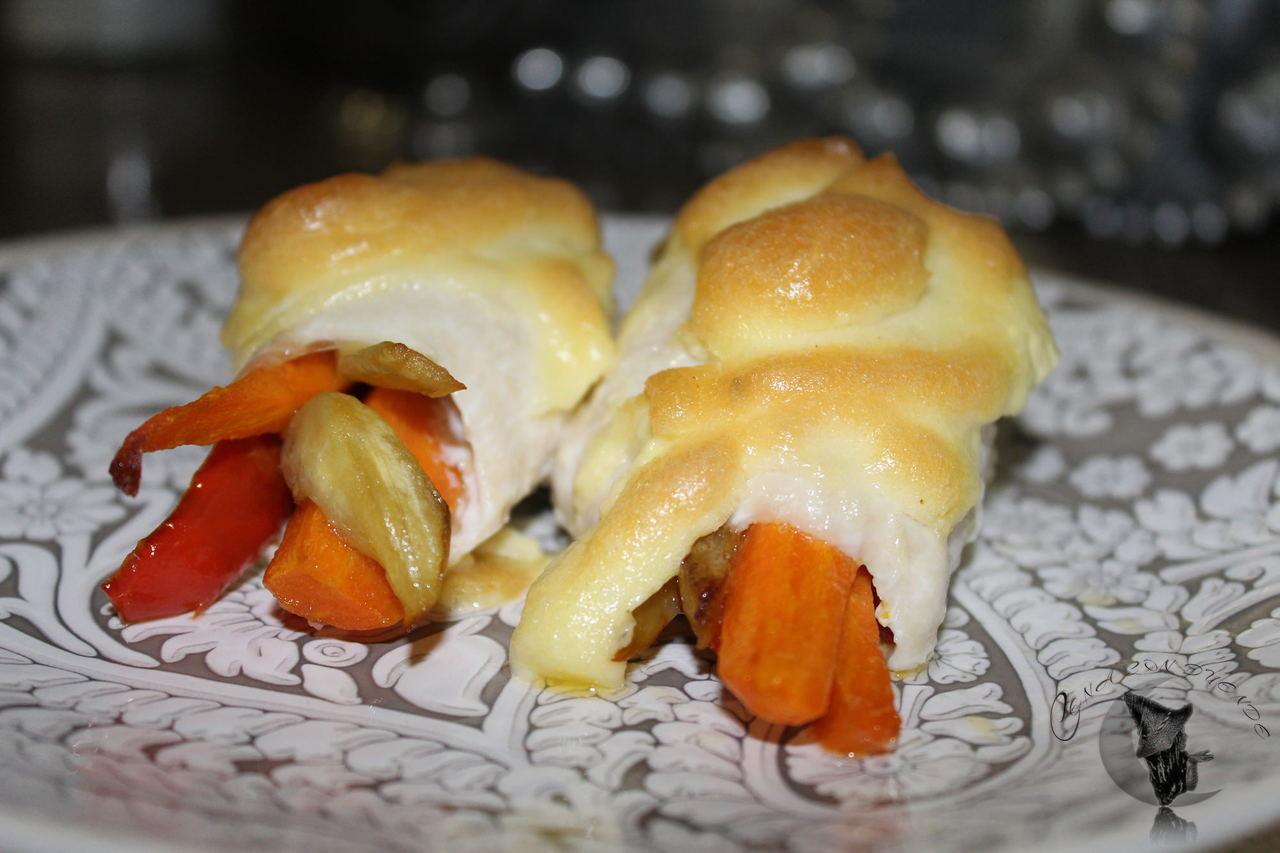Pollo con verduras y mayonesa al horno.