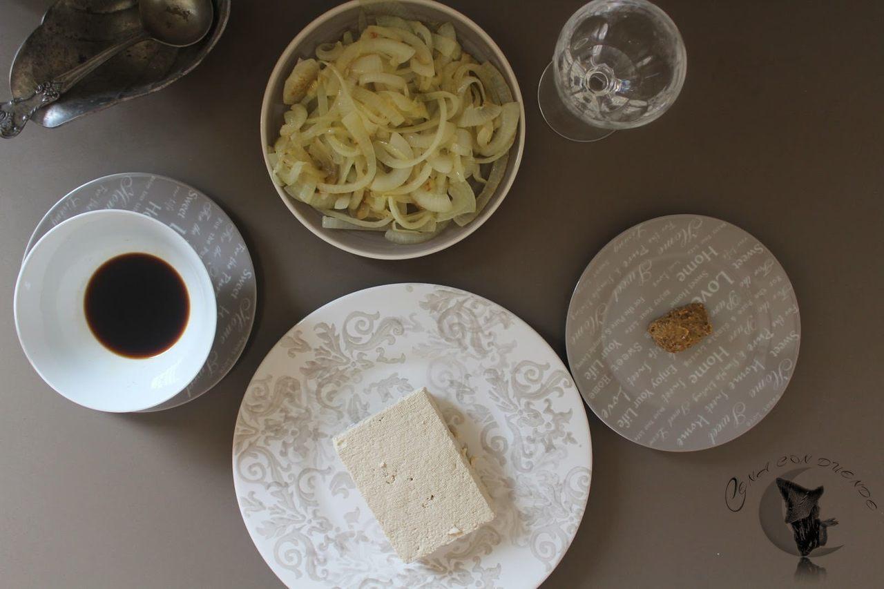 Tofu con salsa de cebolla