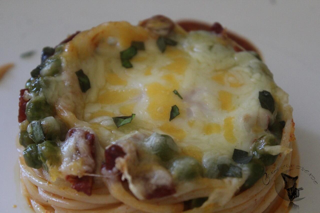 espaguetis con huevo y chorizo