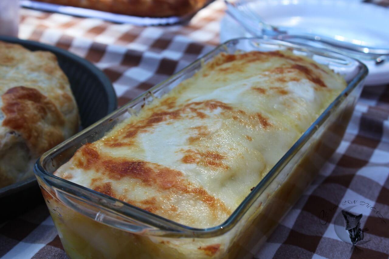 Puré de patatas con relleno de pollo y pimientos al curry y chile peruano