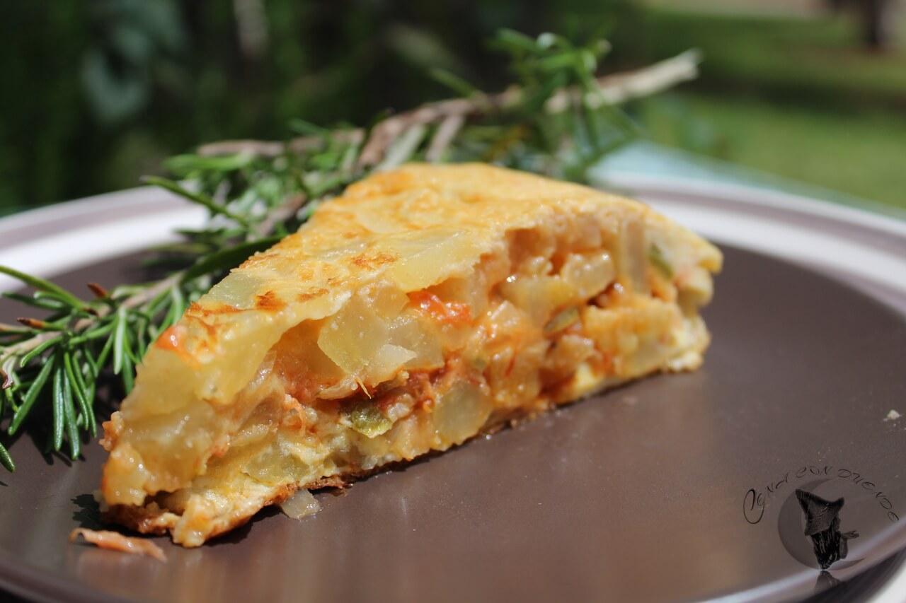 Tortilla rellena de pisto y mozzarella.