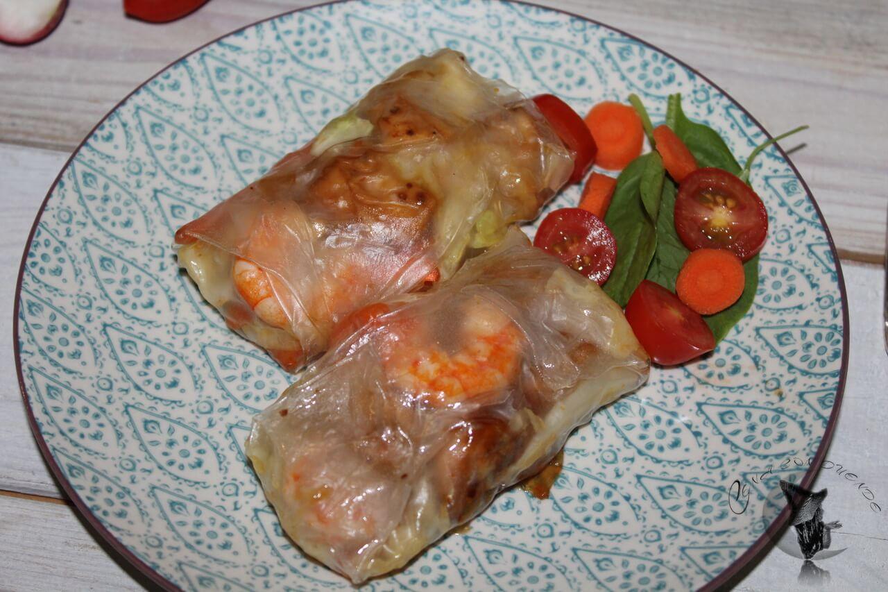 Rollito de arroz con langostinos y pollo.
