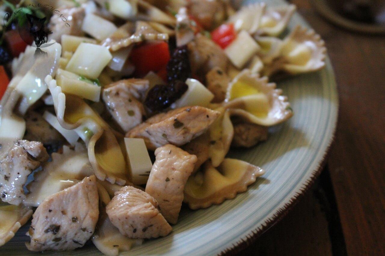 Ensalada templada de pasta de boletus y pollo macerado en vinagre de Jerez al Pedro Ximénez.