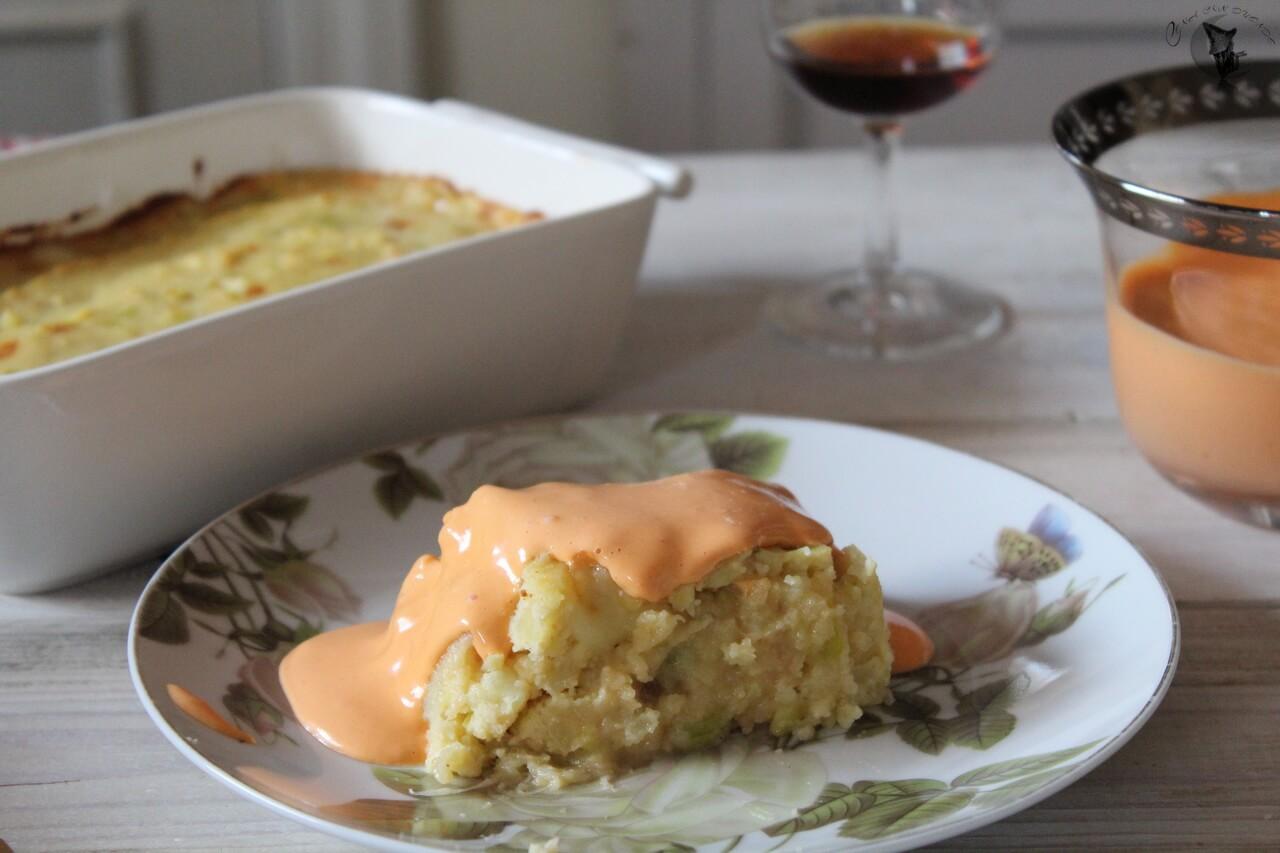Pastel de patatas y puerros, con mayonesa de pimiento del piquillo.
