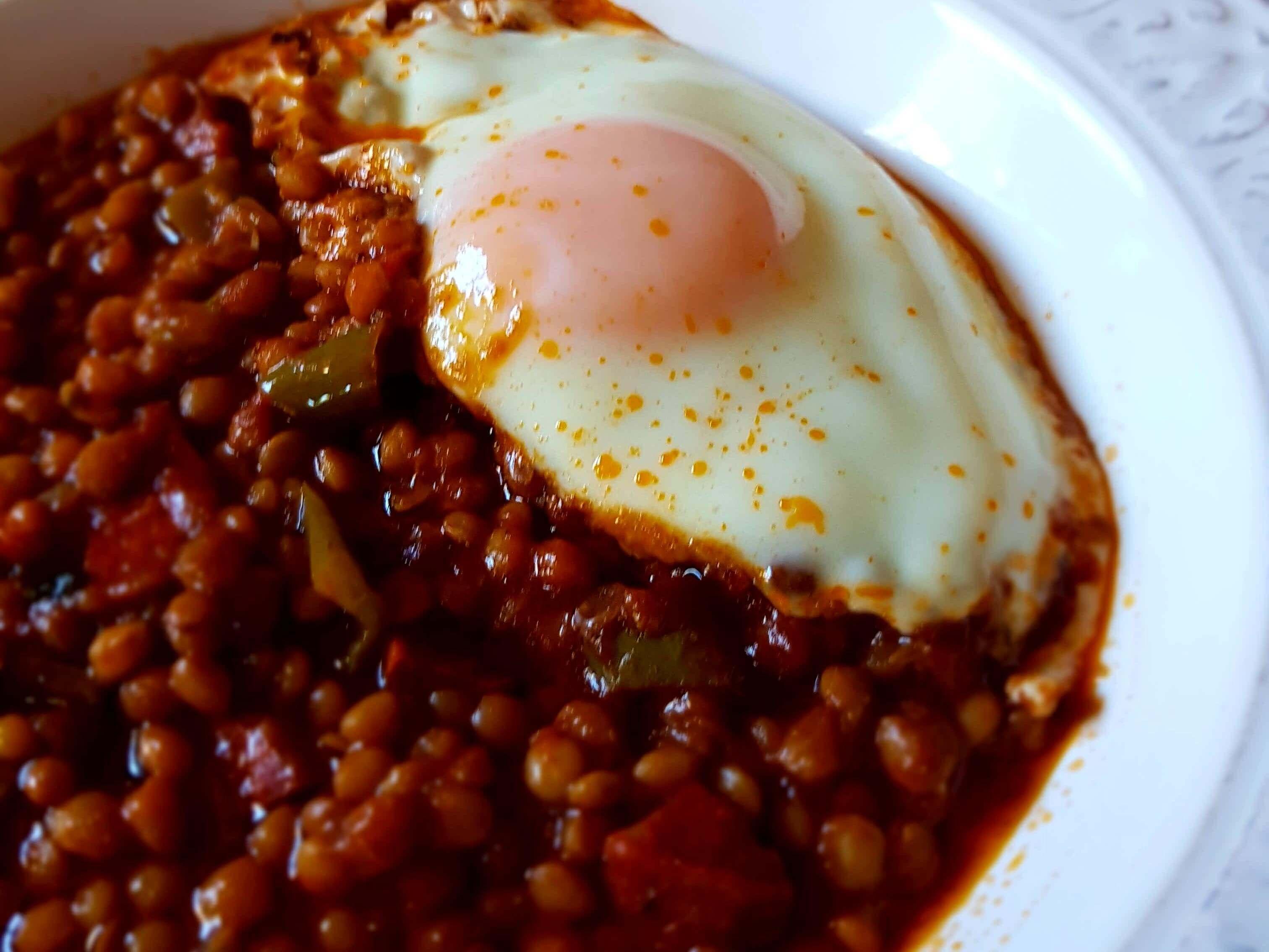Lentejas estofadas con huevo